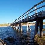 Walking bridge to get to Footbridge Beach