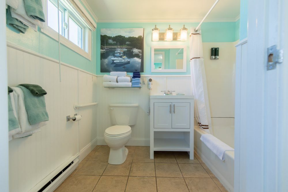 Footbridge Motel Room 01 | Bathroom