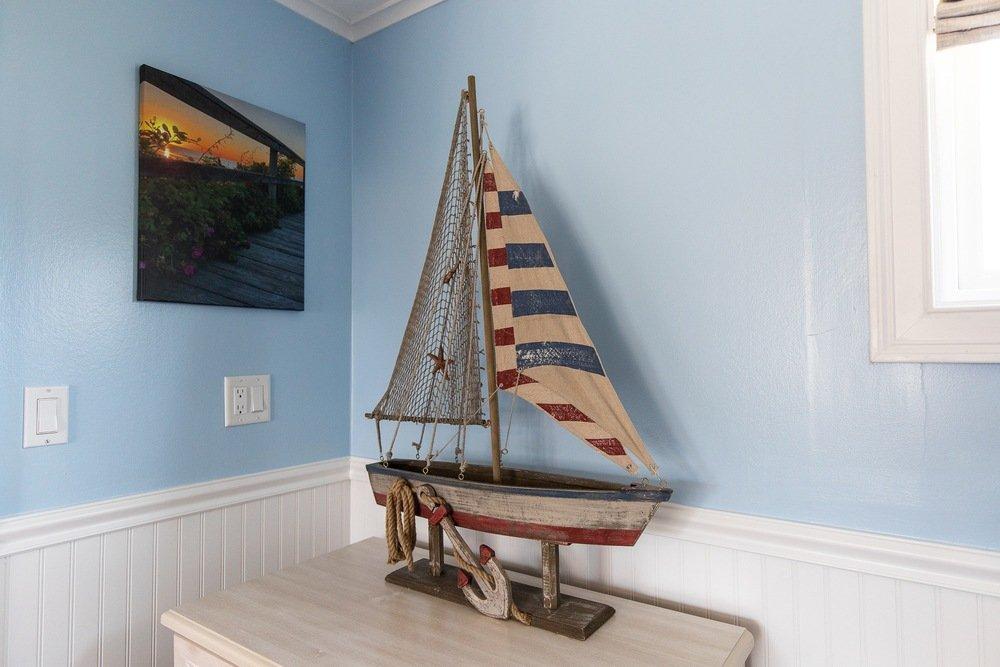 Footbridge Motel Room 06   Boat Decoration