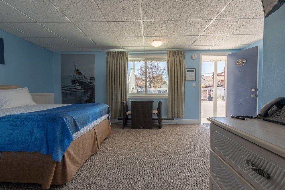 Footbridge Motel Room 08   Inside View
