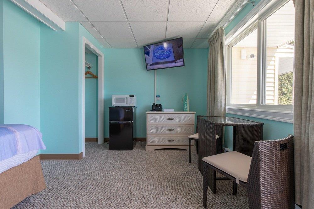 Footbridge Motel Room 11 | Living Room