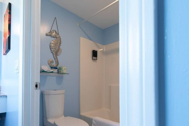 Footbridge Motel Room 14 | Bathroom Interior