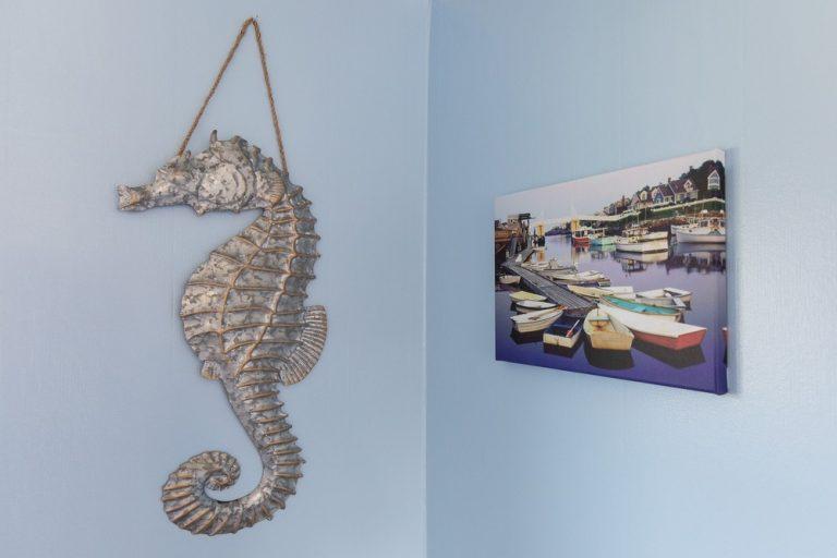 Footbridge Motel Room 16 | Seahorse Decoration