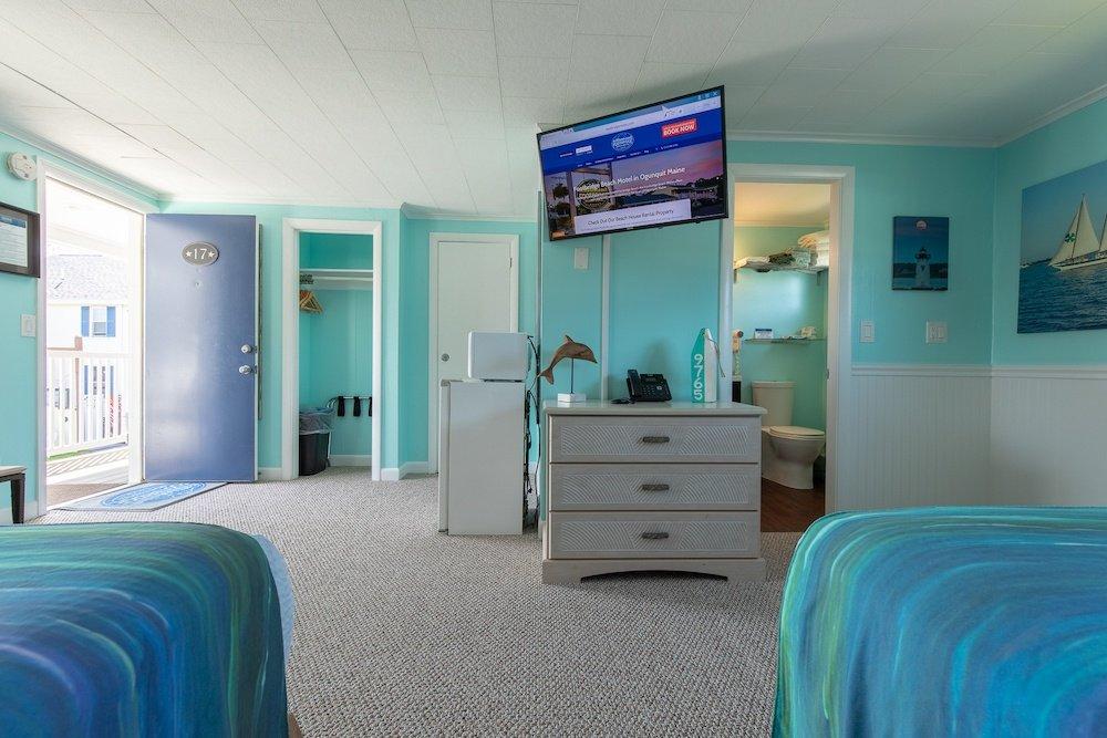 Footbridge Motel Room 17   Bedside View