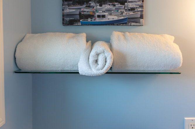 Footbridge Motel Room 18 | Restroom Towels