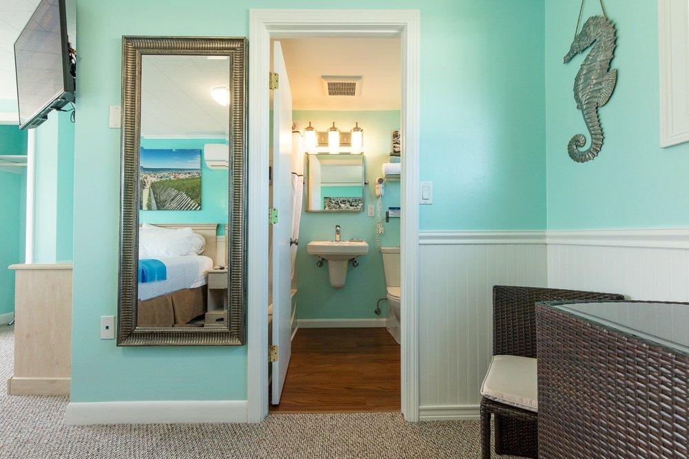 Footbridge Motel Room 19 | Bathroom