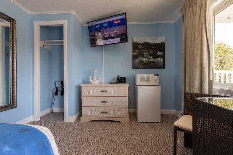 Footbridge Motel Room 20 | Living Room