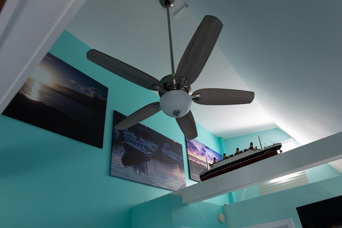 Footbridge Motel King Deluxe Room 21 View Of High Ceilings