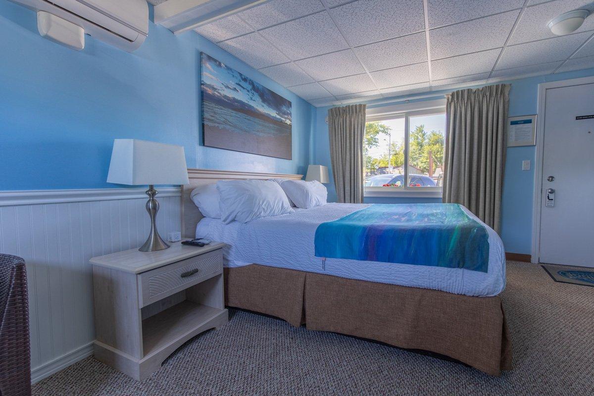 Room-10-King-Bedroom