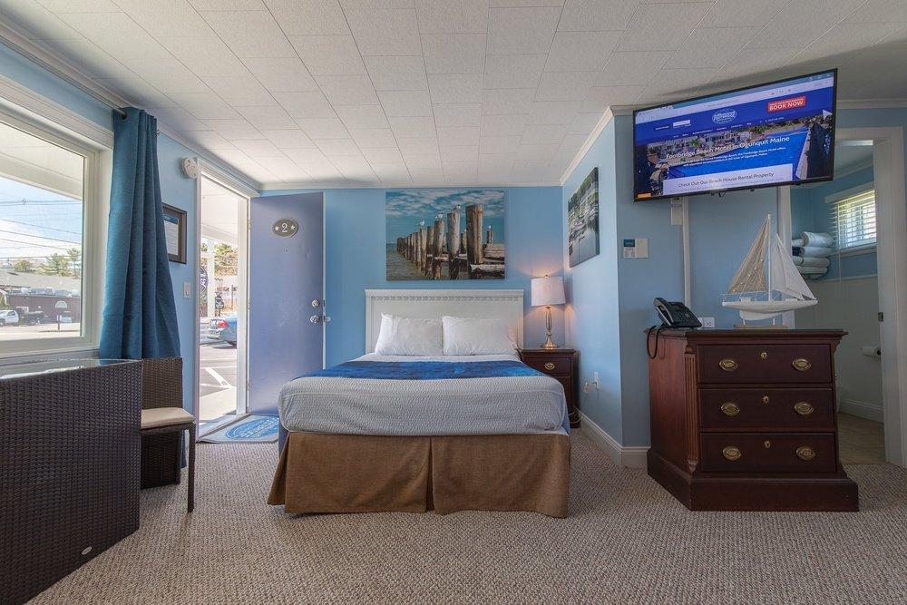 Footbridge Motel Room 02 | Bedroom Frontal