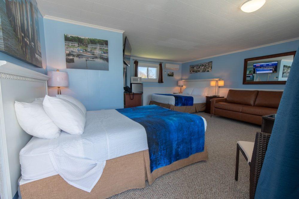 Footbridge Motel Room 02 | Entrance View